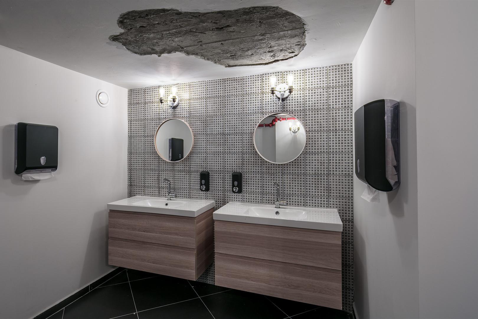 volvo hub toilet