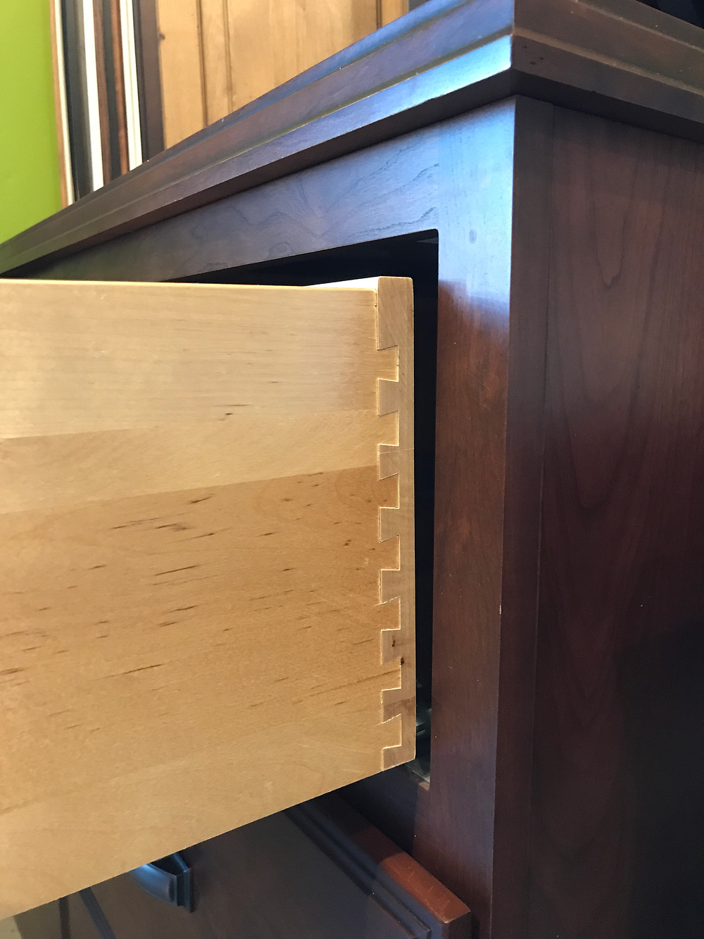 Dovetail cabinet drawer box