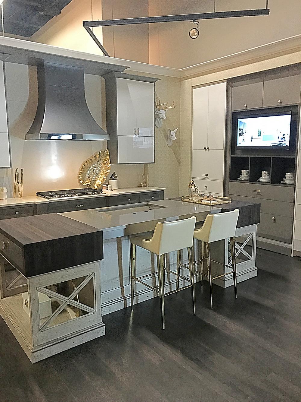 Design-Craft & Yorktowne mixed display - Beautiful Kitchen