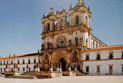 Mosteiro_de_Alcobaça_-_Portugal.jpg