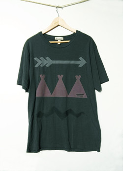 Camiseta Verde Oscura.