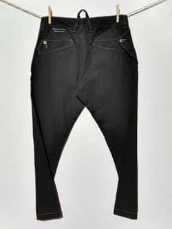Pantalón negro trasero