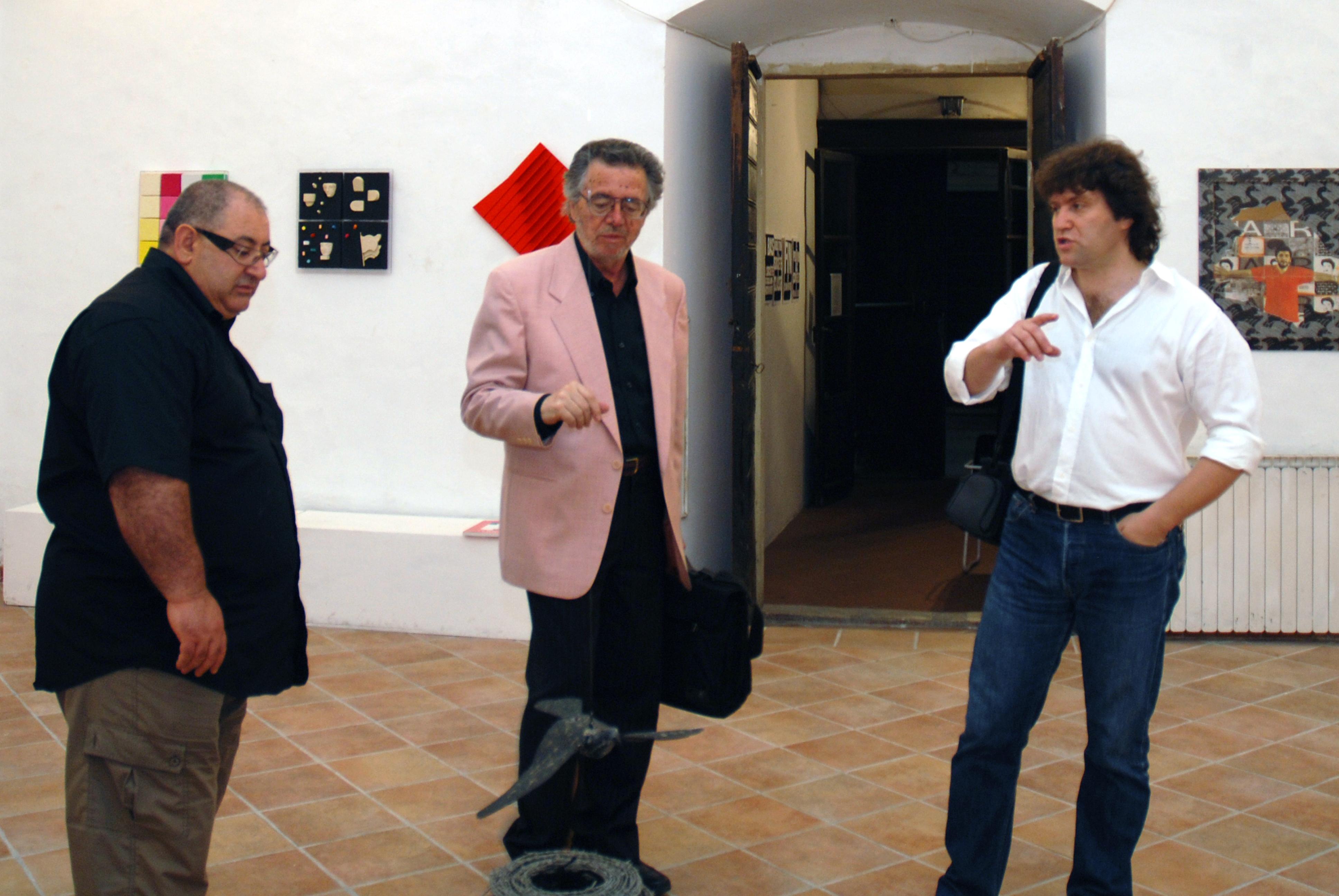Da sinistra Robbio,Gasberrini, Tramontano al vernissage della mostra L'immaginazione al potere