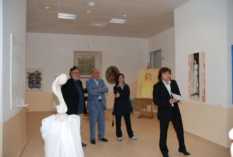 Col critico Picariello e il sindaco Monaco all'inaugurazione della mostra a Capracotta, 2008