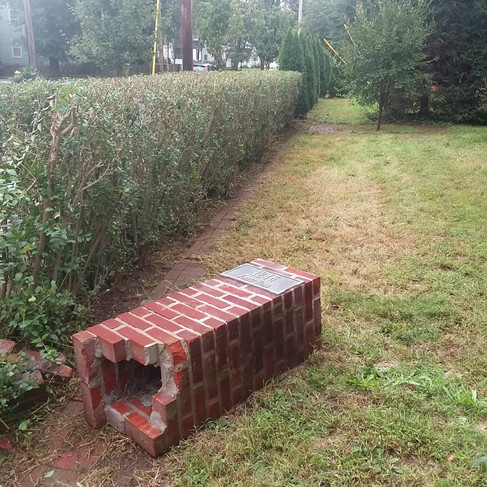 A. Winslow front hedge trim2 (after).jpg