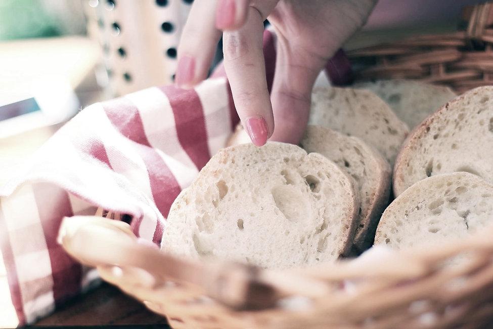 bread-410318_1920%2520(1)_edited_edited.