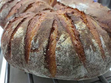לחם מחמצת שיצא מהתנור