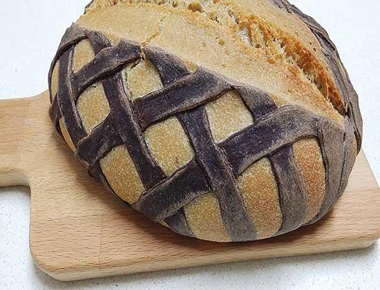 לחם מחמצת עם רשת בצק