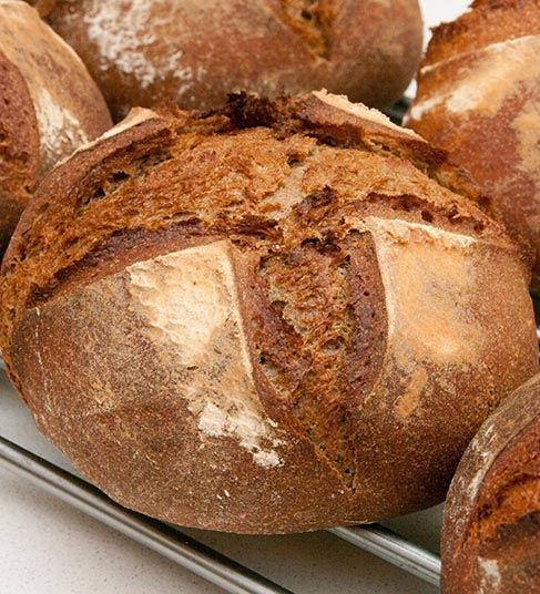 לחם מחמצת שזה הרגע יצא מהתנור