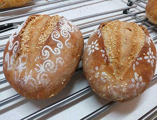 לחם מחמצת בעטיפה
