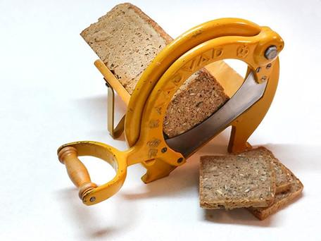 לחם דני עם מתקן לחיתוך פרוסות אוטנטי