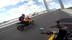 Rouler avec des motos électriques