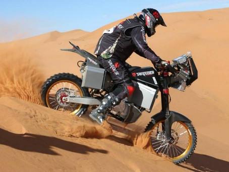 Visite et test chez Tacita, la moto E du Dakar !