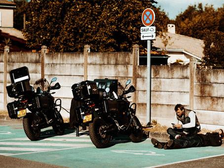 """Road trip de """"The Turner Twins"""" 2534km en moto électrique"""
