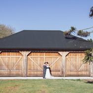 LaValla Barn Couple - Kiri Marsters Photography