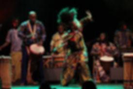 Bijou Camara mit Art Gibami Show - afrikaischer Tanz und Trommlen