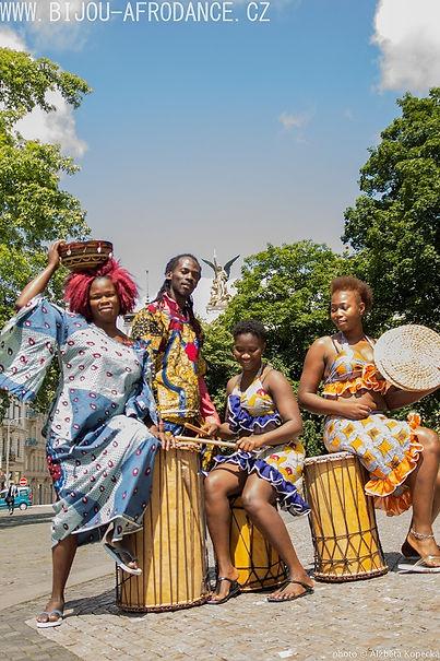 Guinee Toumboui - afrikanischeTrommeln und Tanz