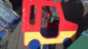Детская качалка на пружине машинка.