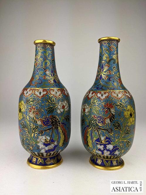 Paar Cloisonné-Väschen mit Phönix- und Blumendekor, 18. Jh., China