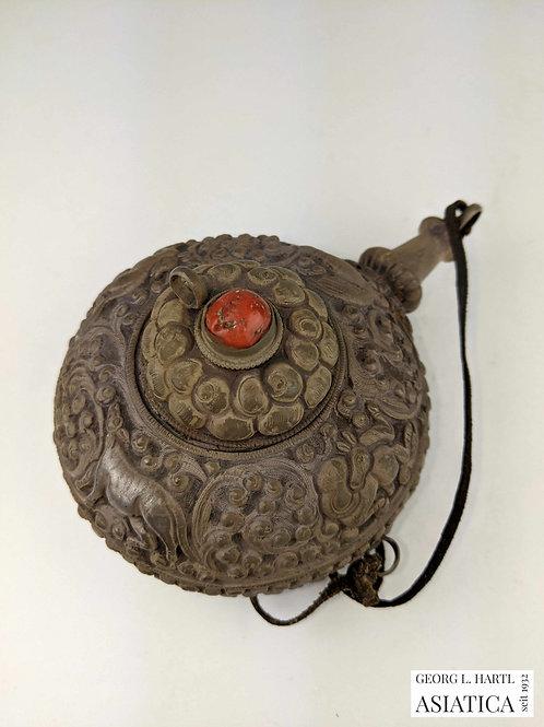 Seltene silberne Snuffbottle(?) mit Tier- und Pflanzenmotiven, 19. Jh., Tibet