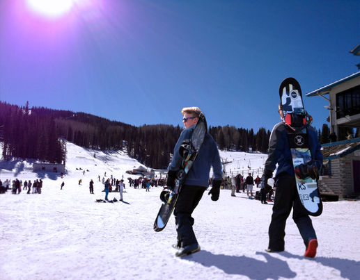BOARD BOOTIE provides snowboard edge and base protection