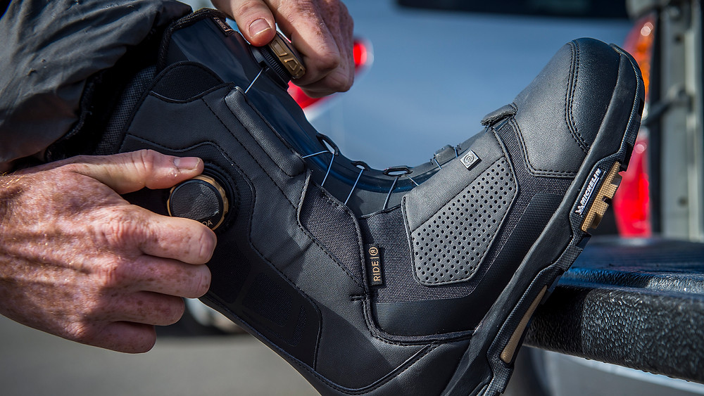 Snowboard boot with Boa lacing system which is one of the purchases that I need to make this year along with a BOARD BOOTIE - a snowboard protector and snowboard backpack.