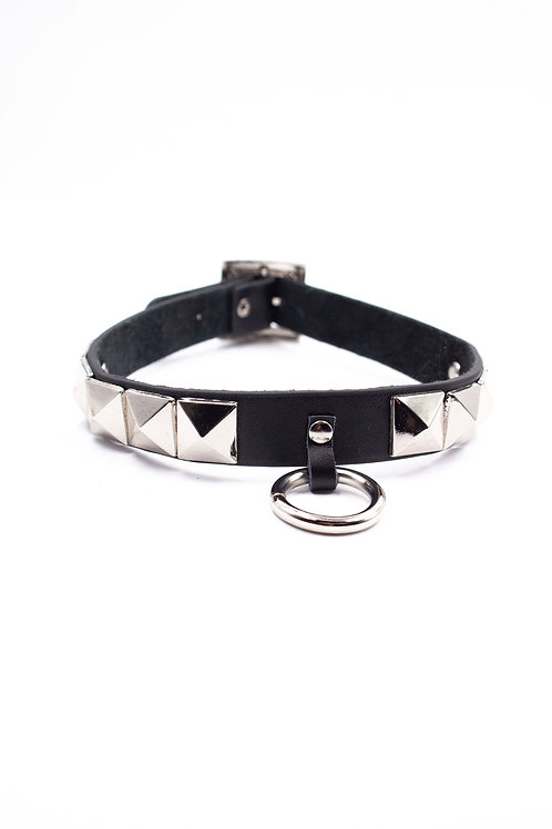 EXIT CHOKER WITH RING AND STUDS