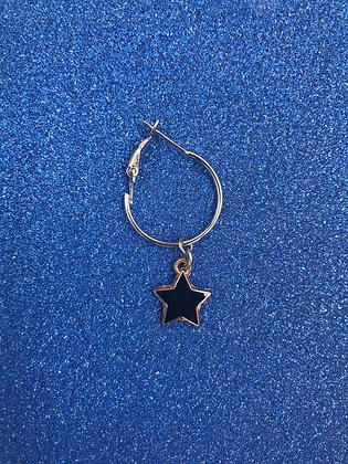 BLACK / GOLD STAR ON HOOP EARRING