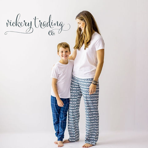 Vickery Trading Co. Women's Frosty Flakes Holiday Lounge Pants