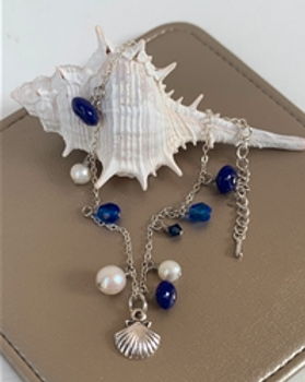 Nightlight Design seaside ankle bracelet with shell. https://store.nightlightinternational.com/product_p/fb001.htm