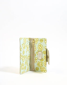 Renew Project Oxford Wallet. Made in the USA by refugee women. https://www.renewproject.org/collections/accessories?page=3