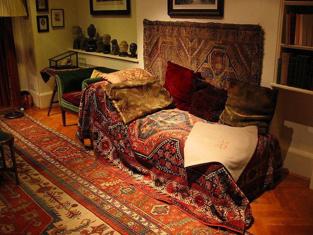 Freud's_couch-big.jpg