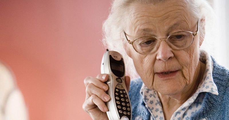 Worried-senior-woman-talking-on-cordless