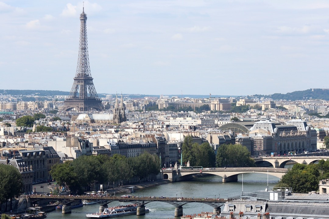 Seine_and_Eiffel_Tower_from_Tour_Saint_J