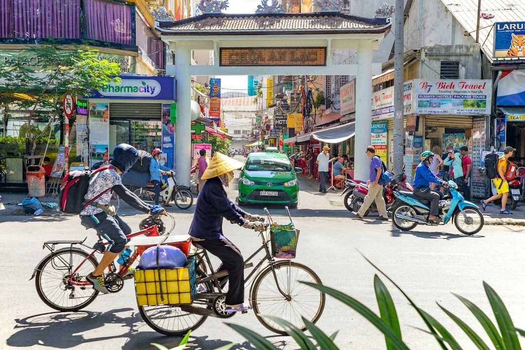 street-view-of-pham-ngu-lao-street--viet