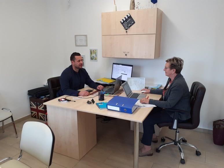 Plangenauer László értékesítési vezető munka közben a Global Cégcsoport központi irodájában, Mosonmagyaróváron