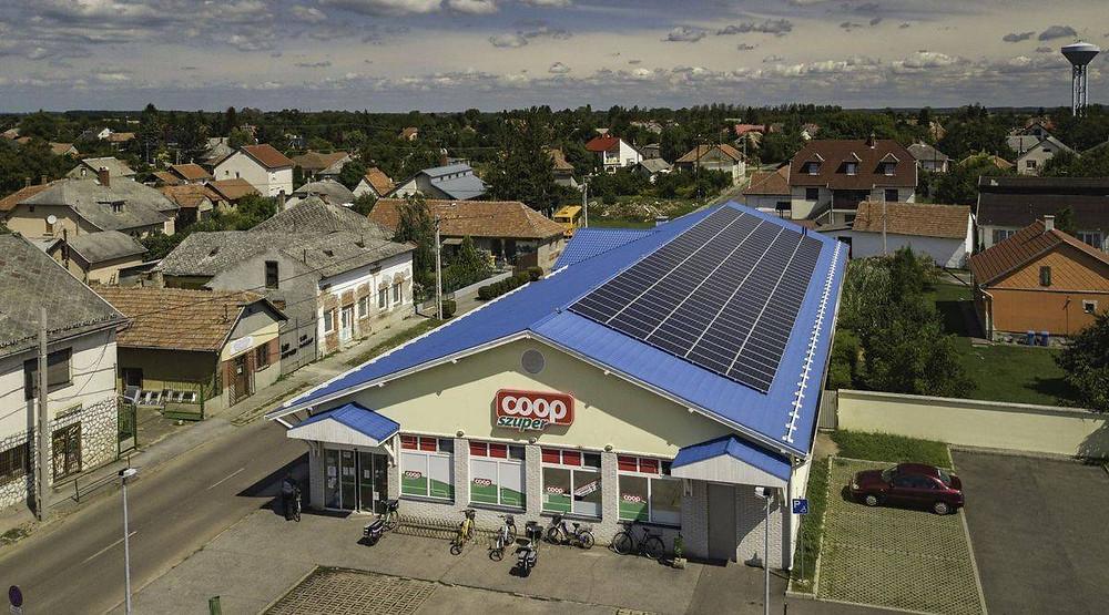53 kW teljesítményű az üzletlánc első HMKE napelem rendszere a Borsod-Abaúj-Zemplén megyei Mezőcsáton