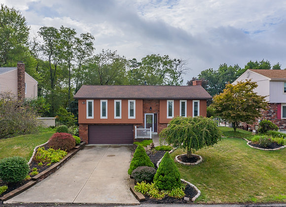 242 Red Oak Dr, Pittsburgh, PA 15239