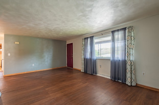 55 Millersdale Rd, Jeanette, PA 15644-3_