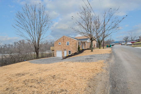 550 Chesnic Dr, Canonsburg, PA 15317-19.