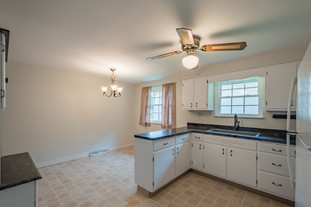 55 Millersdale Rd, Jeanette, PA 15644-14