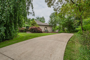 273 red oak dr, pittsburgh, pa 15239-15.