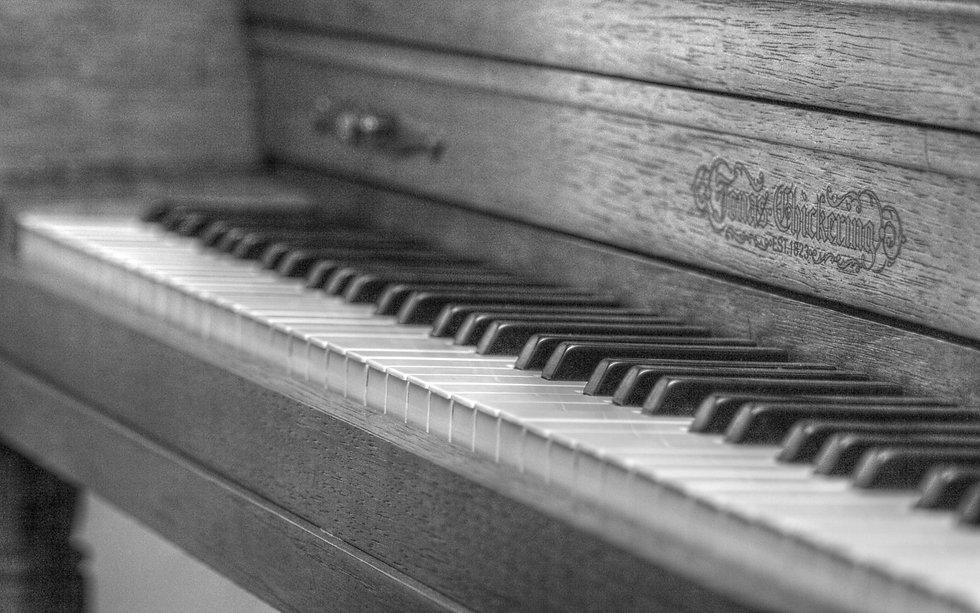 black-and-white-piano-1920x1200-wallpaper410816.jpg