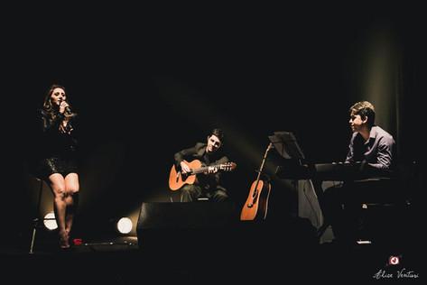 LILIAN-show-Motivo-no-Teatro-Solar-de-Bo