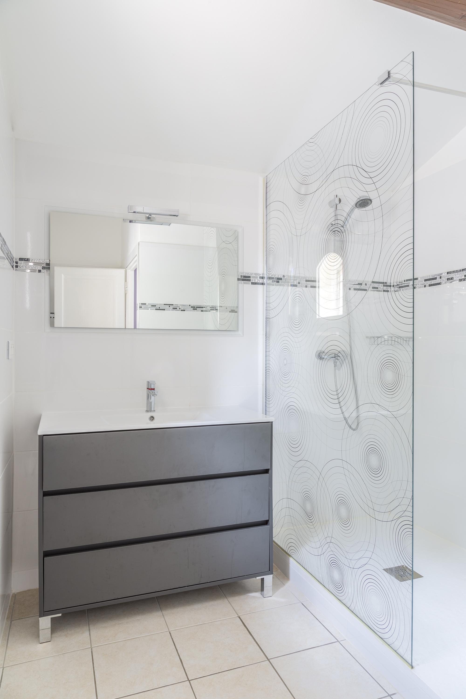 Salle d'eau de la chambre du cyprès