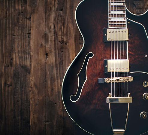半空心電吉他