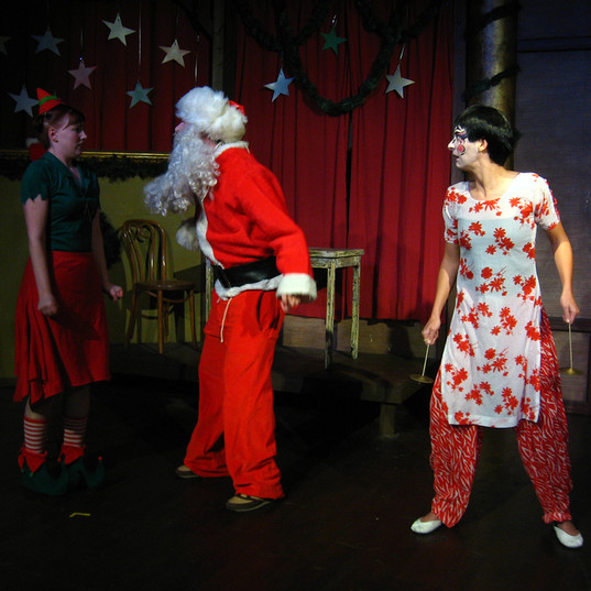 Kabuki No Noroi just an elf that is terrified of drunk Santa