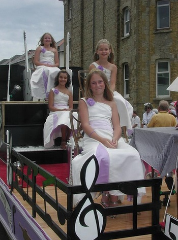 Sandown Carnival queens