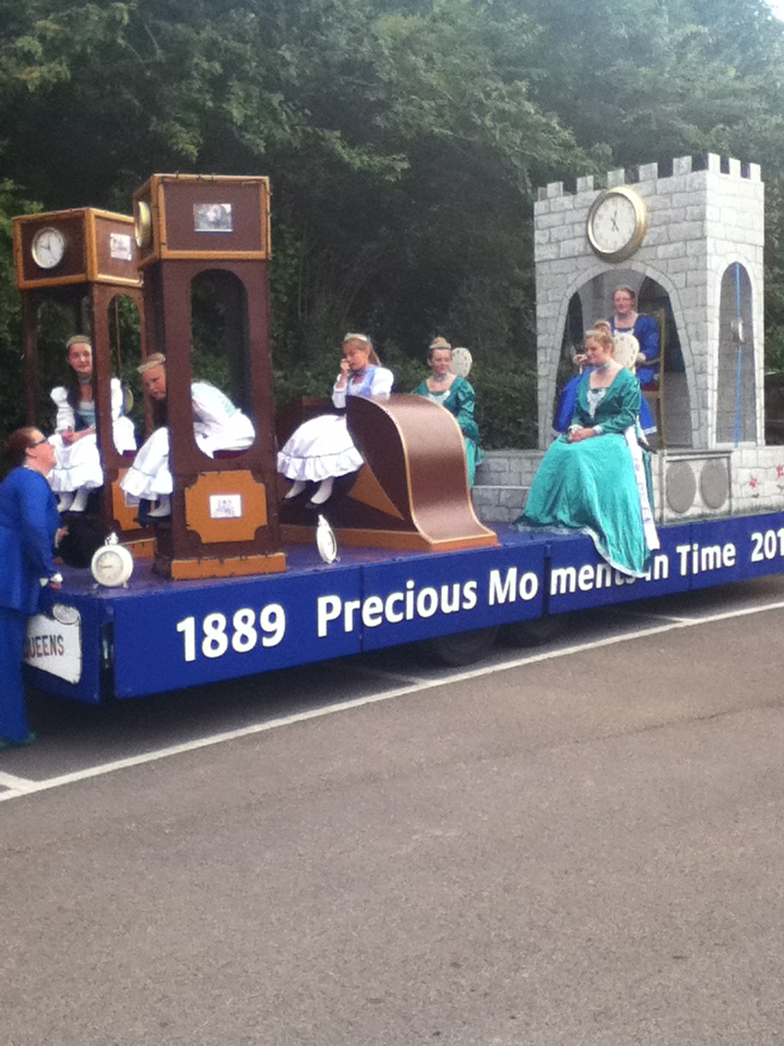 Newport Carnival- Ventnor Queens float