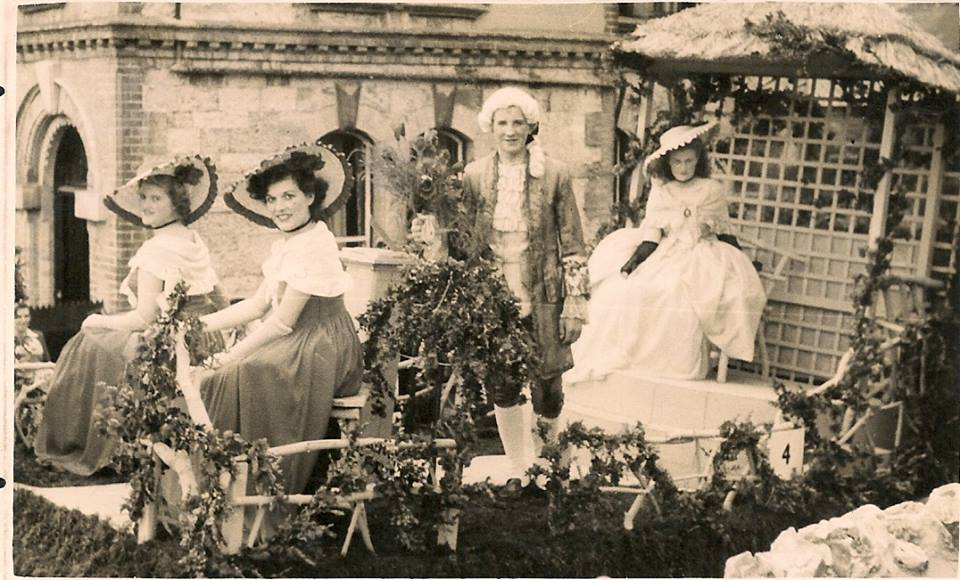 Sharpes of Ventnor float 1949 'Red Roses for a Blue Lady'.jpg